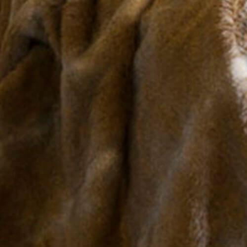 grey rabbit close up imitatie bont sprei