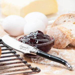botermes bij ontbijt zwart