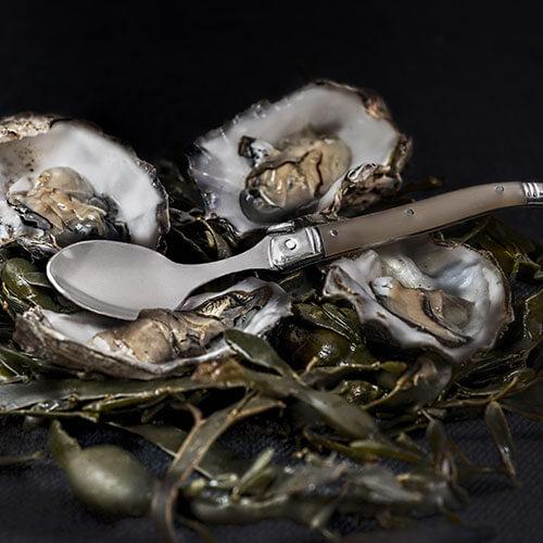 oesters met lepel laguiole style de vie