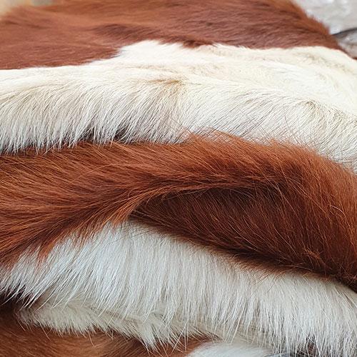 bruin en wit koeienhuid
